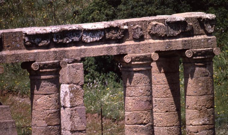 Tempio di Antas - colonne/capitelli - Fluminimaggiore