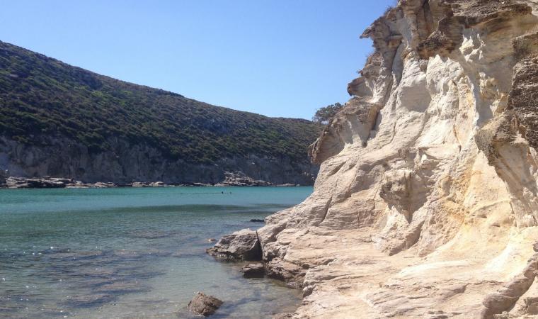 Cala Lunga, parete rocciosa