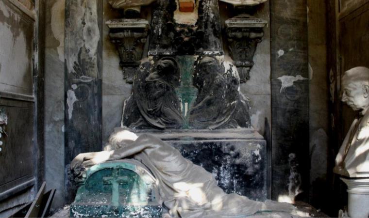 Cimitero monumentale di Bonaria - interno cappella -  Cagliari