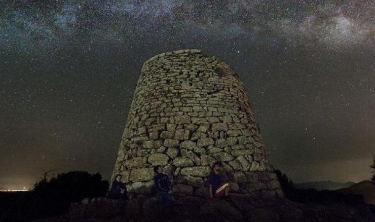 Cielo stellato su l nuraghe Goni