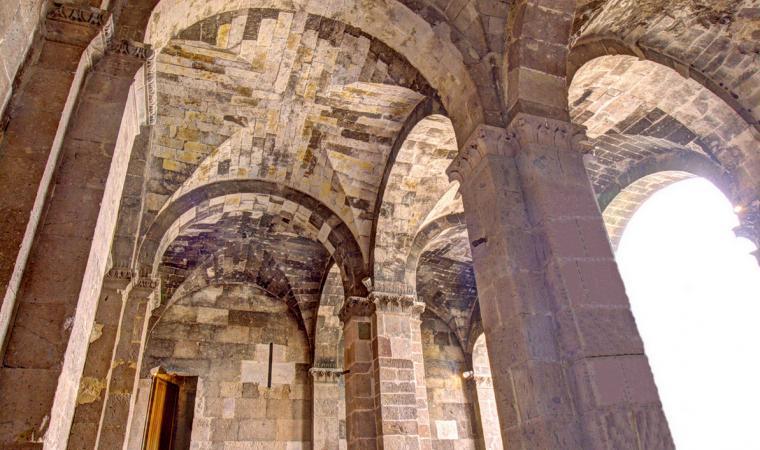 Sant'Antioco di Bisarcio, portico