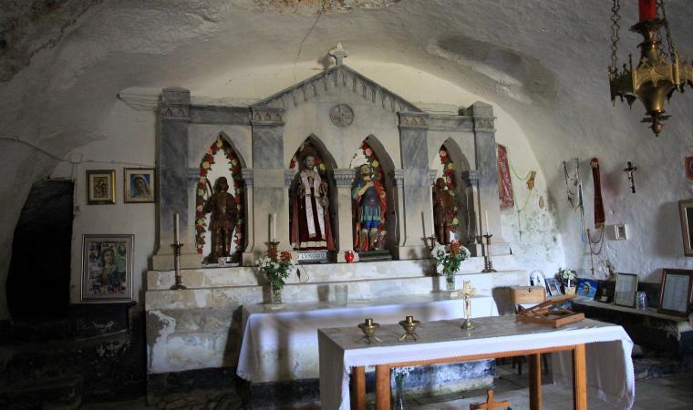Santuario di san Lussorio, interni - Romana