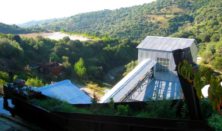 Vista della diga fanghi e della laveria Fioretti