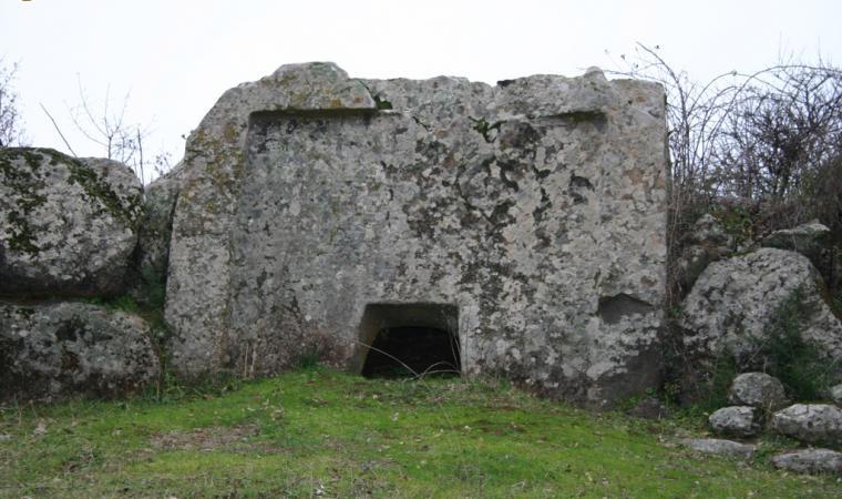 Sa Perda 'e s'Altare, tomba di Giganti - Birori