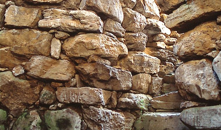 Pozzo sacro di santa Anastasia, scale interne