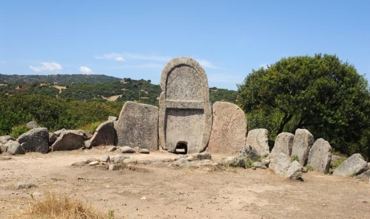 Tombe di Giganti, S'Ena e Thomes - Dorgali