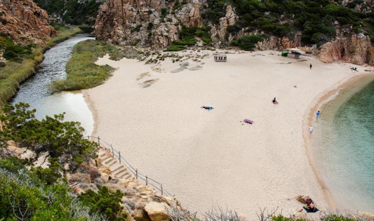 Spiaggia Li Cossi -. vista dall'alto - Costa Paradiso