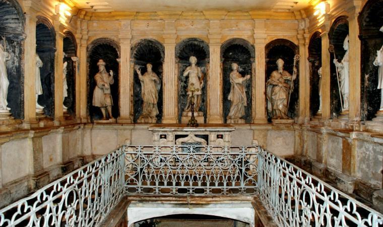 Basilica di San Gavino - Statue marmoree nell'anticripta - Porto Torres
