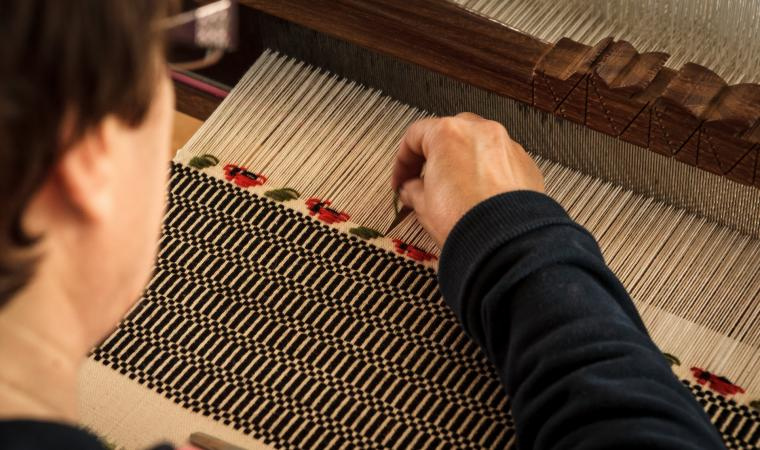 Lavorazione tappeto al telaio - Mogoro