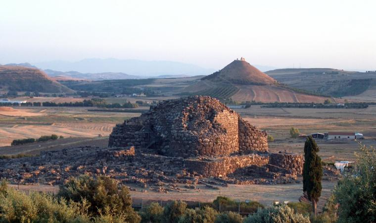 Veduta di Las Plassas da su Nuraxi