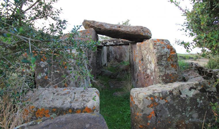 Tomba di Giganti di Laccaneddu - Villanova Monteleone