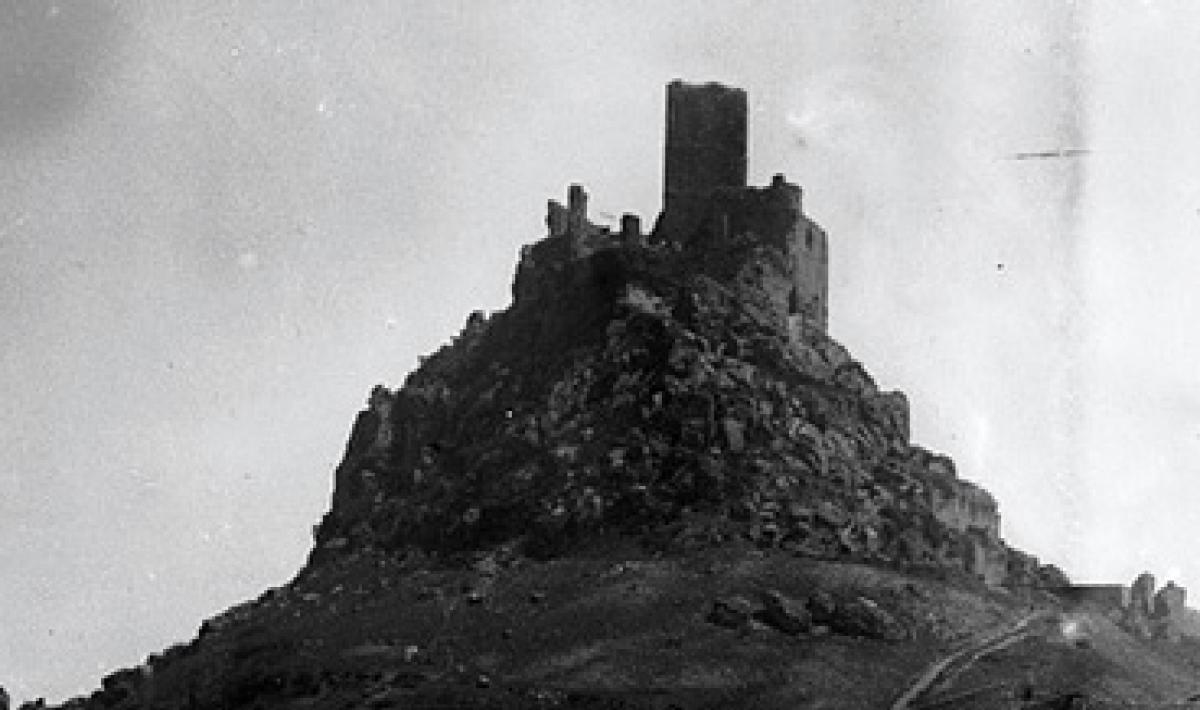 Guido Costa, Burgos, scorcio del paese con il castello (particolare)