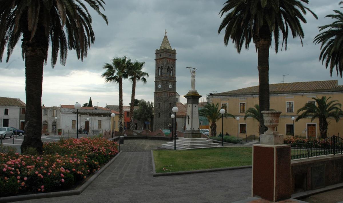 Milis, Piazza e Campanile di San Sebastiano; The square tower of St. Sebastian, Milis