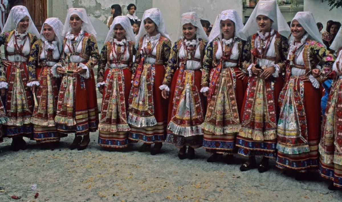 Ragazze in abito tradizionale - Ollolai