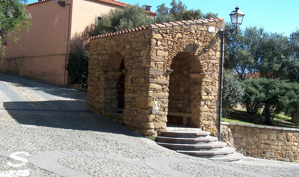 Loggiato in pietra - Curcuris