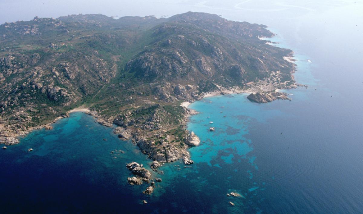 Isola di Santa Maria, il mare smeraldino di Cala Drappo; The emerald-coloured sea of Cala Drappo, Island of Santa Maria