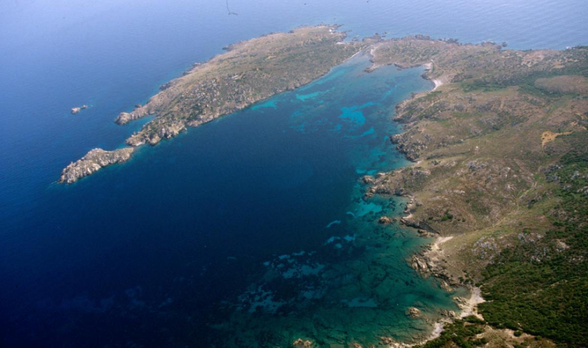 Isola di Santa Maria, le trasparenze del mare di Cala Muro; The transparency of the sea at Cala Muro, Island of Santa Maria