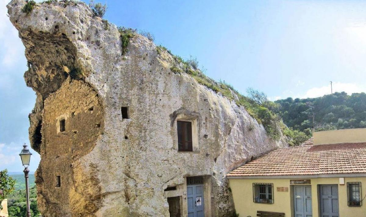 Domu de janas La Rocca - Sedini