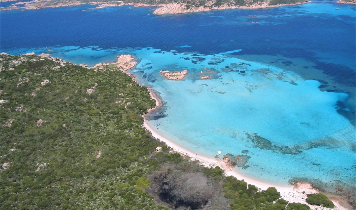 Spiaggia del Cavaliere - veduta isola di Budelli