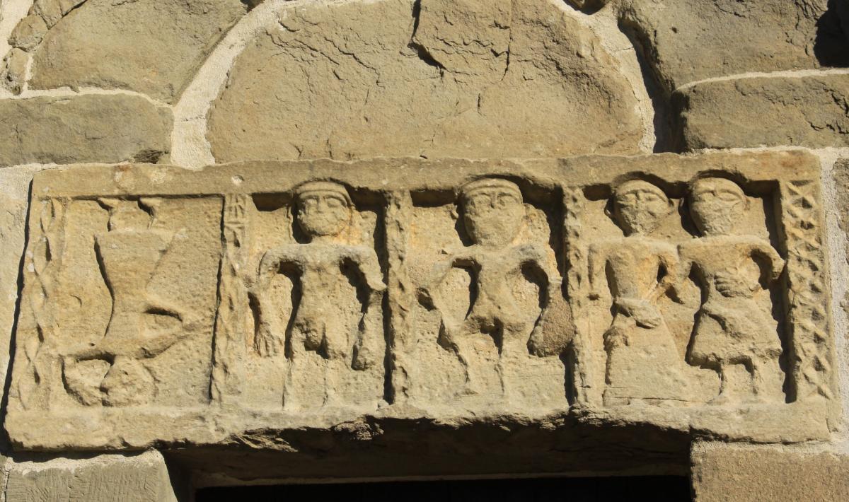 Chiesa san Michele, fregio dell'architrave - Siddi