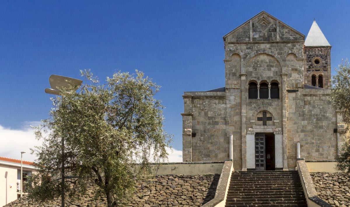 Cattedrale di santa Giusta, facciata con scalinata  - Santa Giusta