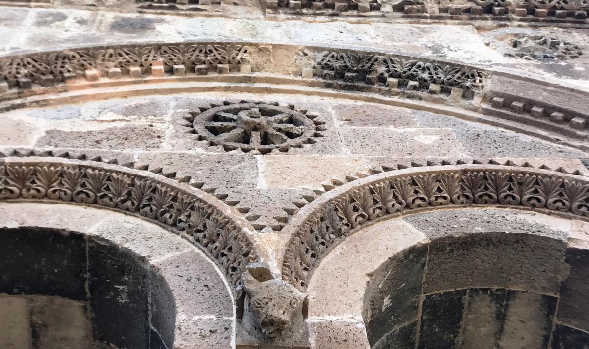 Sant'Antioco di Bisarcio. particolare facciata