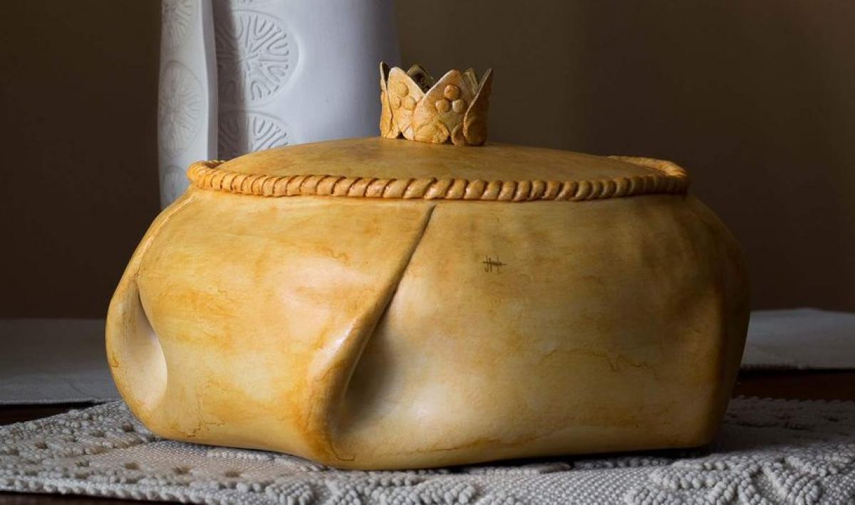 sa panada in ceramica  di Ignazia Tinti - Assemini