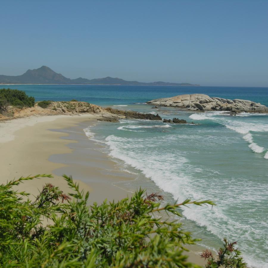 Scoglio di Peppino,  spiaggia Santa Giusta - Costa Rey