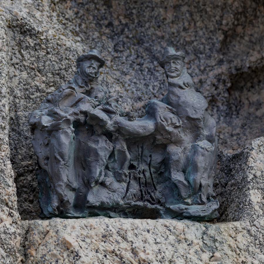 Scultura C. Nivola, piazza Satta