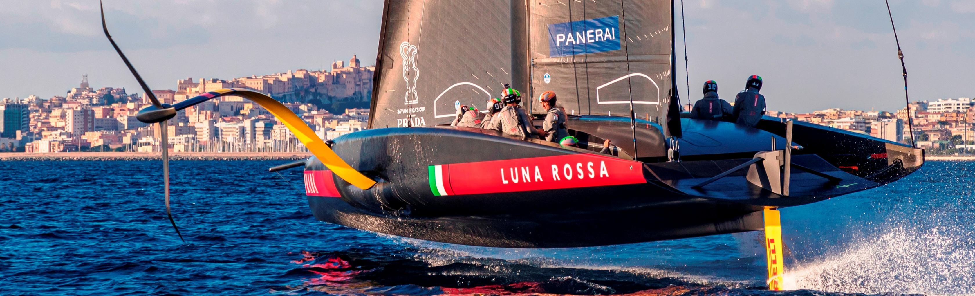 Training di Luna Rossa Rossa con Cagliari sullo sfondo